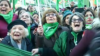 برلمان الأرجنتين يقر تعديلات على قانون الإجهاض
