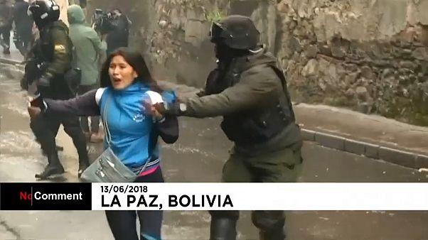 Affrontements entre étudiants et policiers en Bolivie