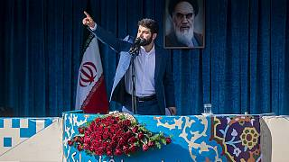تکرار مداحی حاشیهساز پیش از سخنرانی رهبر ایران در نماز عید فطر