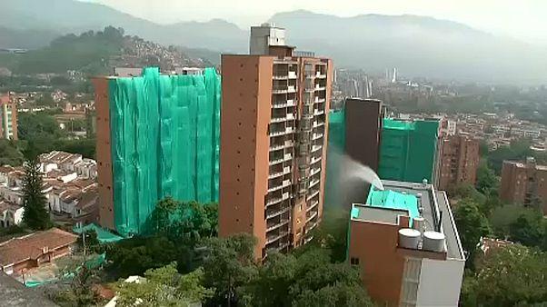 Füstté és porrá vált a medellinni felhőkarcoló