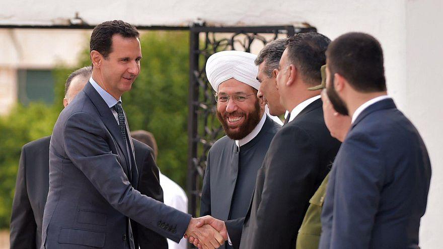 شاهد: الأسد يؤدي صلاة الفطر في طرطوس