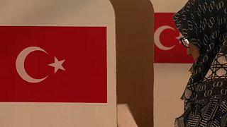 الأتراك يبدأون التصويت لانتخاب رئيسهم في الخارج