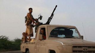 التحالف السعودي يسيطر على مدخل مطار الحديدة باليمن ومعاناة المدنيين تستمر