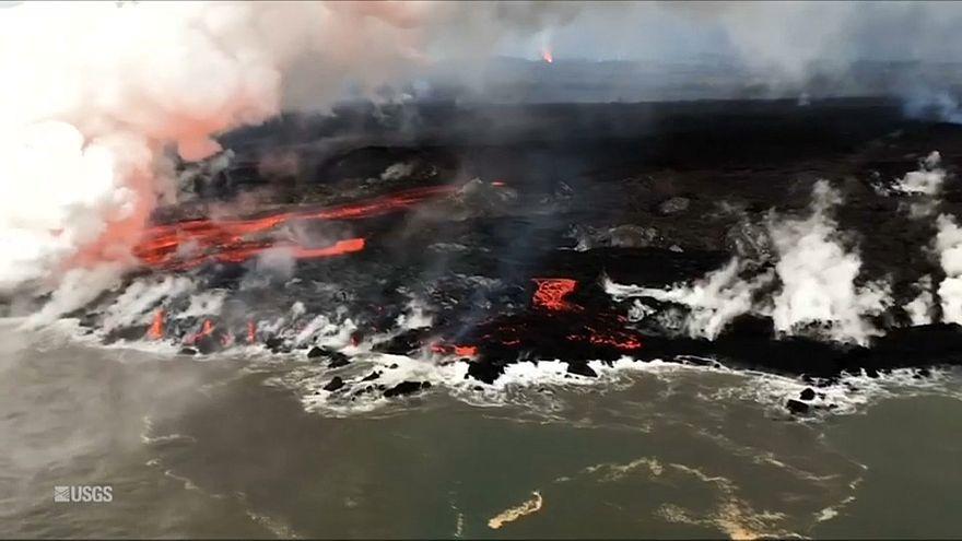 شاهد: الحمم تتدفق من بركان كالاويا منذ 42 يوما