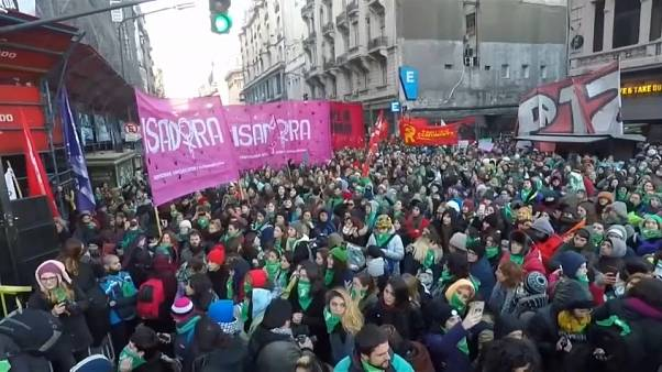 Argentina, Si della Camera all'aborto legale