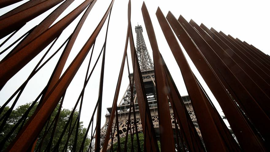 Paris erects Eiffel Tower anti-terror walls