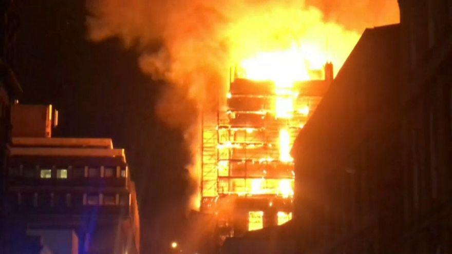 Un incendio arrasa la Escuela de Arte de Glasgow