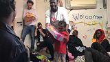 Aquarius, sesto giorno di navigazione: regali per i bambini dalla Guardia Costiera italiana