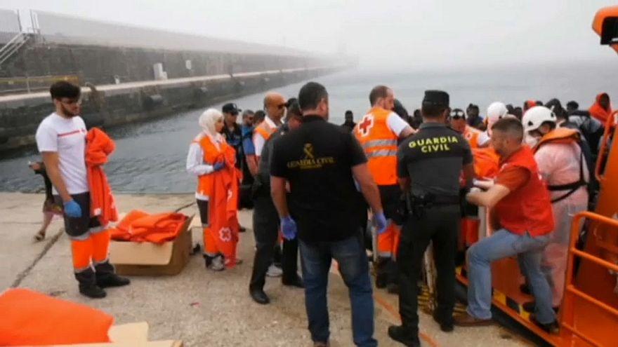 Сотни мигрантов в Гибралтарском проливе