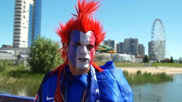 شاهد: رقص واحتفالات المشجعين الفرنسيين والأستراليين أمام ملعب كازان أرينا