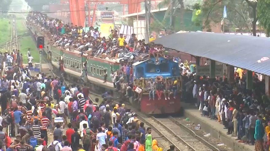 Milhares de pessoas regressam a Daca para celebrar o Eid al Fitr