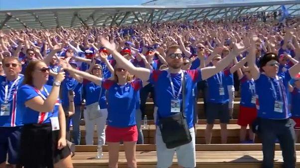 شاهد: مشجعو أيسلندا يعودون إلى الملاعب بصرخة الفايكنغ الشهيرة