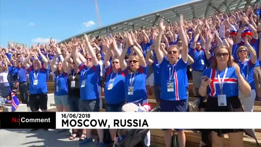 Sonoro aplauso vikingo islandés en Moscú