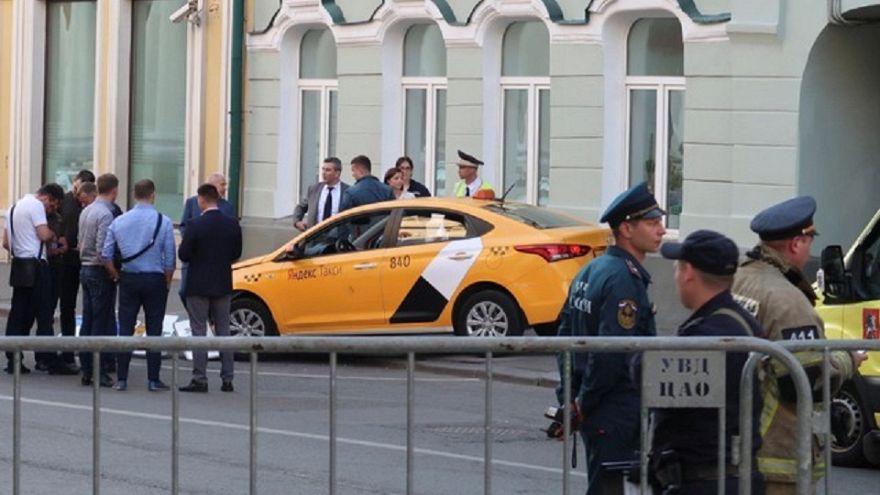 Mosca: taxi travolge pedoni, Polizia (per ora) esclude terrorismo