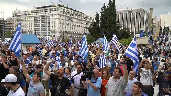 Tsipras gewinnt Vertrauensabstimmung - Proteste vor dem Parlament