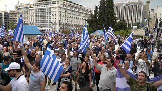 Governo de Alexis Tsipras supera moção de censura