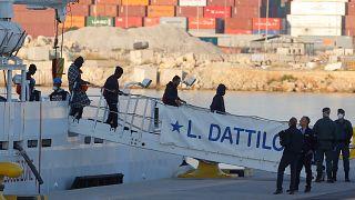 Ισπανία: Στη Βαλένθια έφτασαν οι μετανάστες στο πλοίο Aquarius