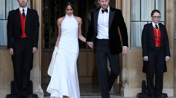 مصممة أزياء تظهر الجانب الإنساني في زوجة  الأمير هاري