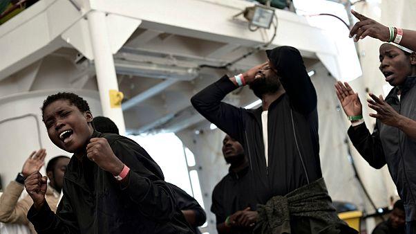اولین گروه از پناهجویان آکواریوس وارد اسپانیا شدند