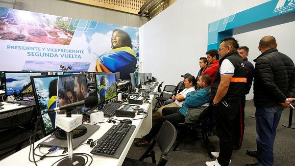 كولومبيا تختار رئيسها في جولة الإعادة من الانتخابات