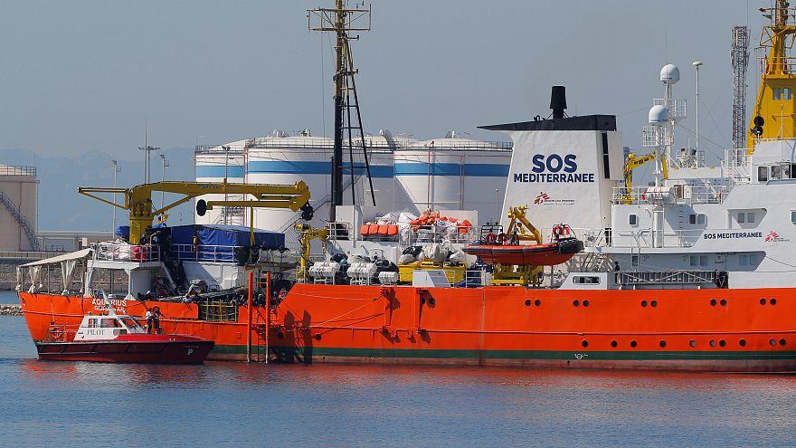 """Судно с мигрантами """"Аквариус"""" прибыло в испанский порт Валенсия"""