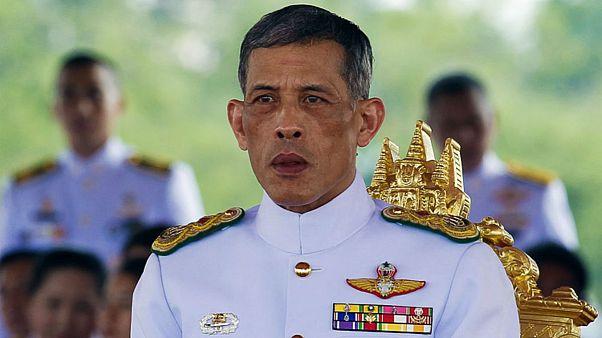 Tayland Kralı, kraliyete ait tüm mülkün tapusunu üzerine aldı