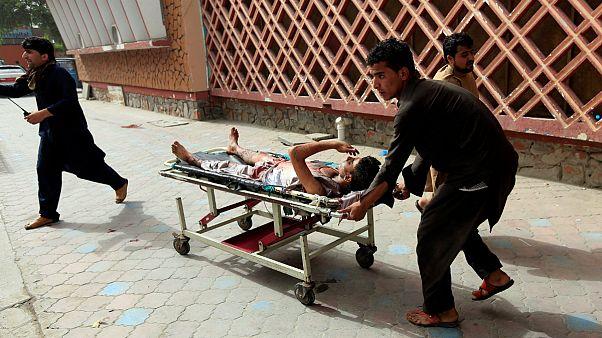 انفجار در نزدیکی دفتر والی ننگرهار در افغانستان دستکم ۱۸ کشته بر جا گذاشت
