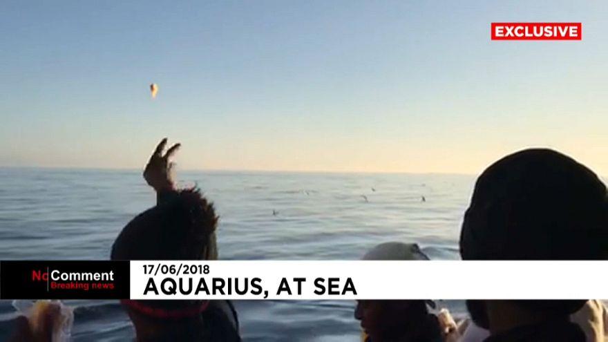 Esperando la costa en el Aquarius