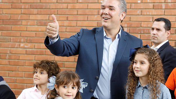 Duque vota con el anhelo de que a Colombia la gobierne una nueva generación