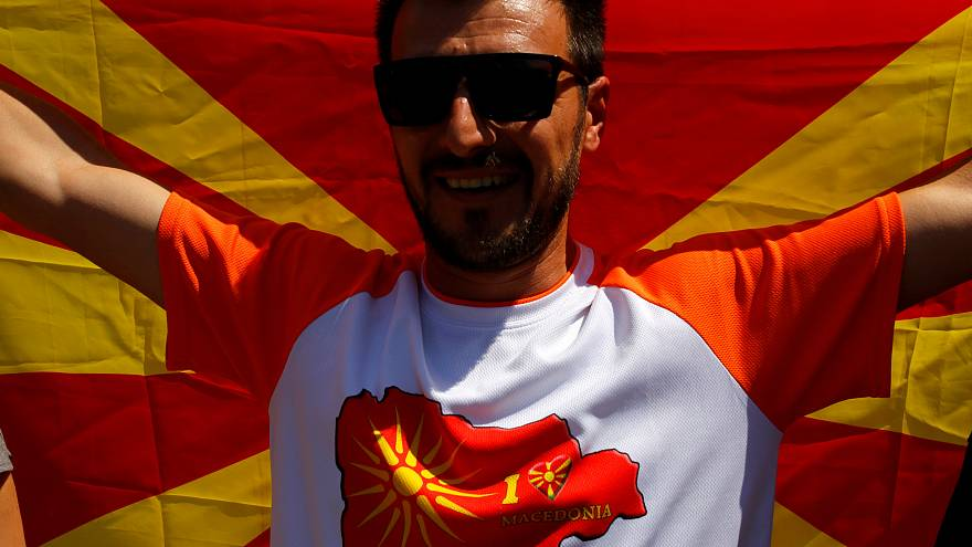 A nemzetközi diplomácia üdvözölte, sok macedón elítélte a névvita lezárását