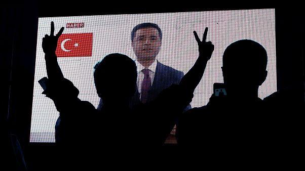 صلاح الدين دمرداش يقوم بحملته الانتخابية من السجن