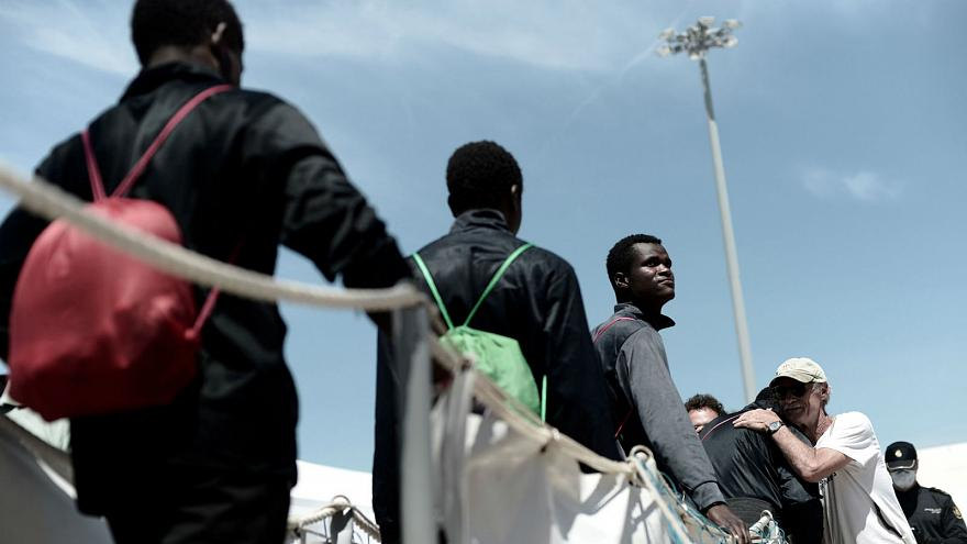 Watch: Which three documents were given to Aquarius migrants in Spain?