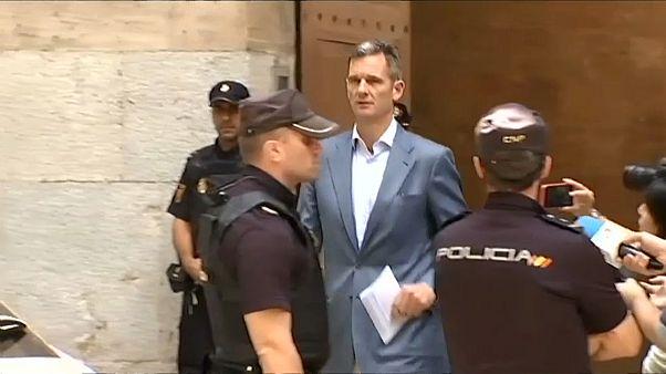 Spagna, dietro le sbarre il cognato di re Felipe VI... ma in un carcere femminile