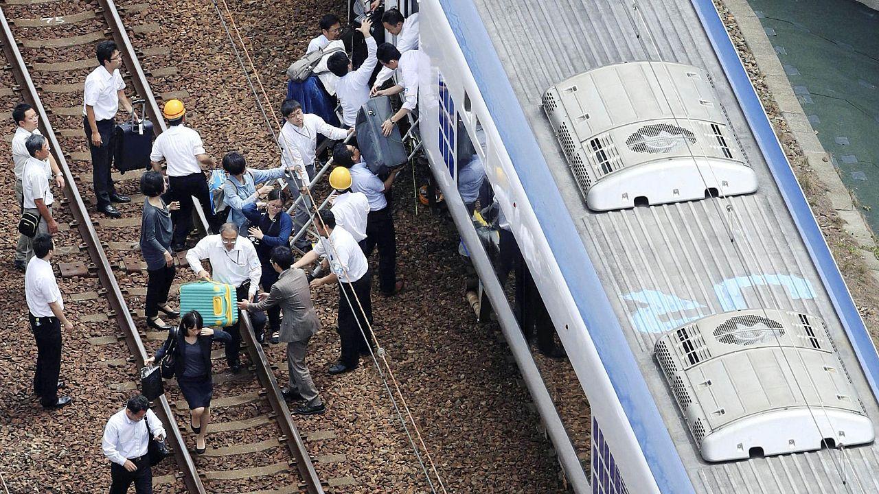 Sismo abala Osaka e faz pelo menos três mortos