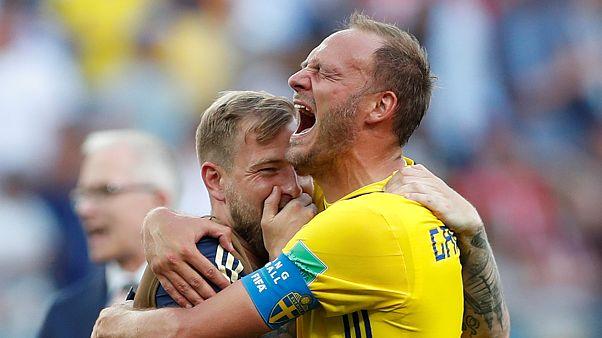Швеция начинает с победы