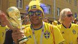 Schwedische Fußball-Fans feiern ausgelassen in Russland