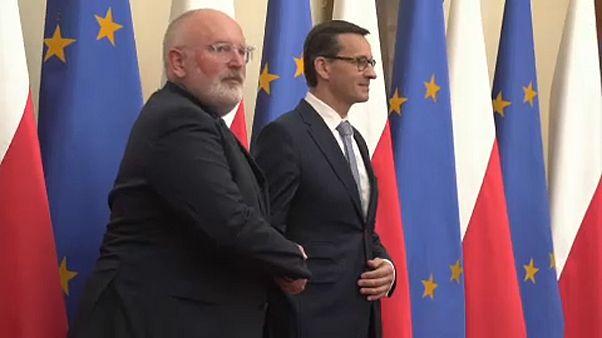 La Commission européenne espère poursuivre le dialogue avec Varsovie
