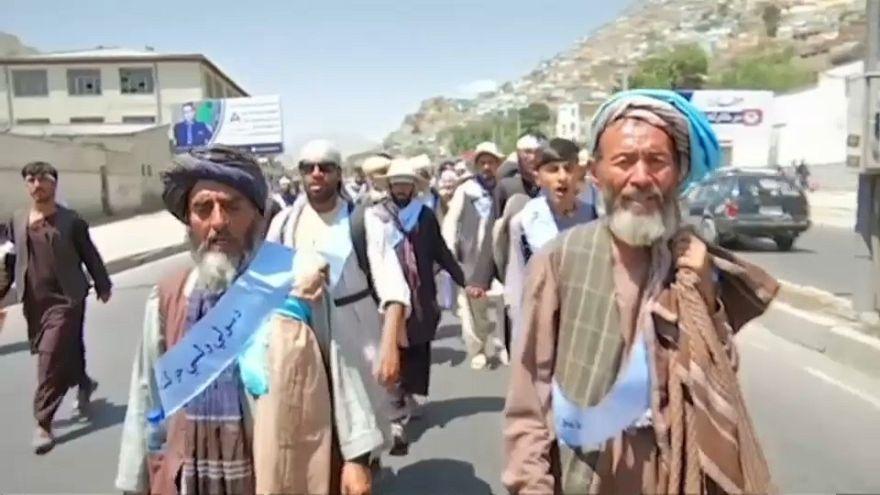 مسيرة سلام تصل إلى كابول والأفغان يقولون إن الحرب أنهكتهم
