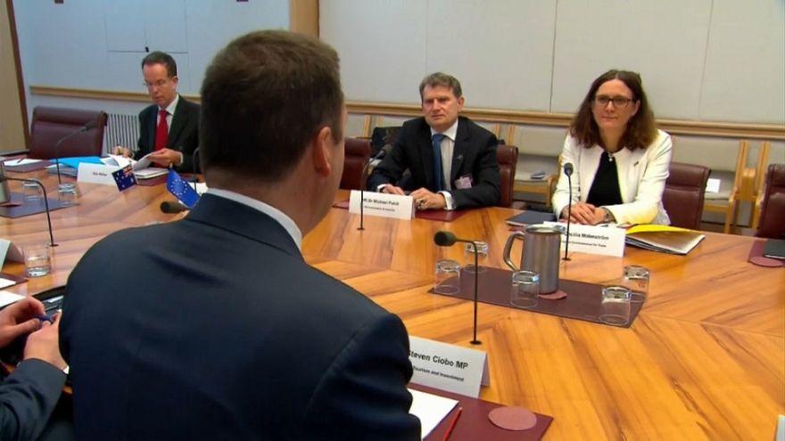 UE inicia negociações para acordo de comércio com a Austrália