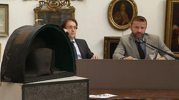 Chapéu de Napoleão atinge os 280 mil euros em leilão