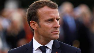 ماكرون خلال احتفال في فرنسا يوم الاثنين
