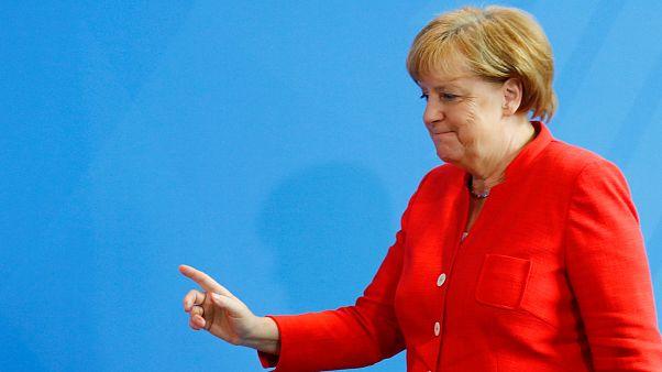Merkel recebe Macron em plena crise política na Alemanha