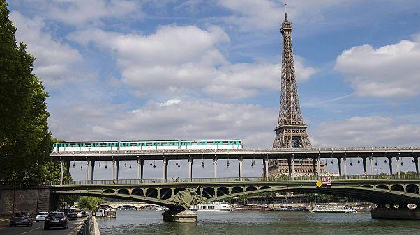 Ένα μωρό γεννήθηκε σε τρένο στην καρδιά του Παρισιού