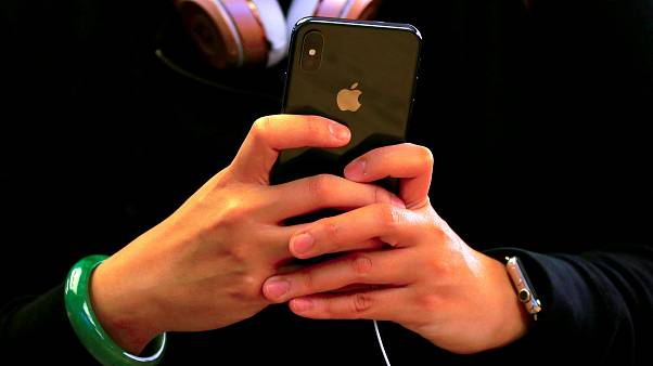 تغريم أبل 5.7 مليون يورو بسبب إقفال أجهزة أيفون