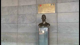 مستغلاً غيابه في المونديال مطار ماديرا يستبدل تمثال رونالدو