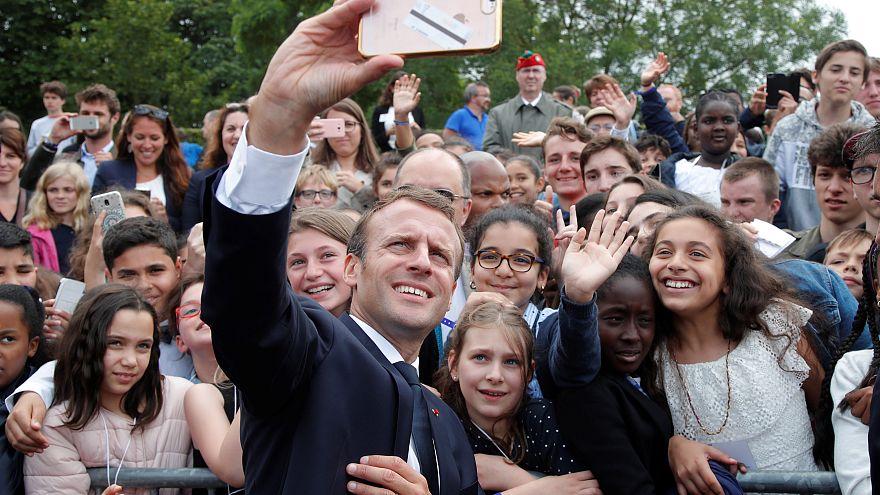 """Monsieur, nicht Manu"": Macron erteilt Schüler eine Lektion"