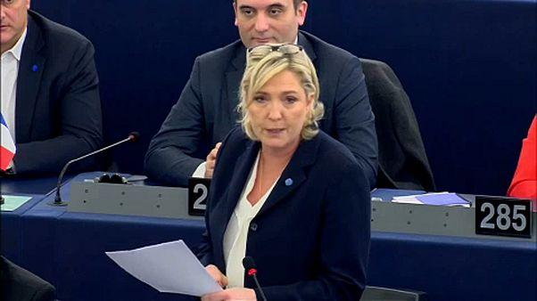 Le Pennek ki kell fizetnie a 300 ezer eurót