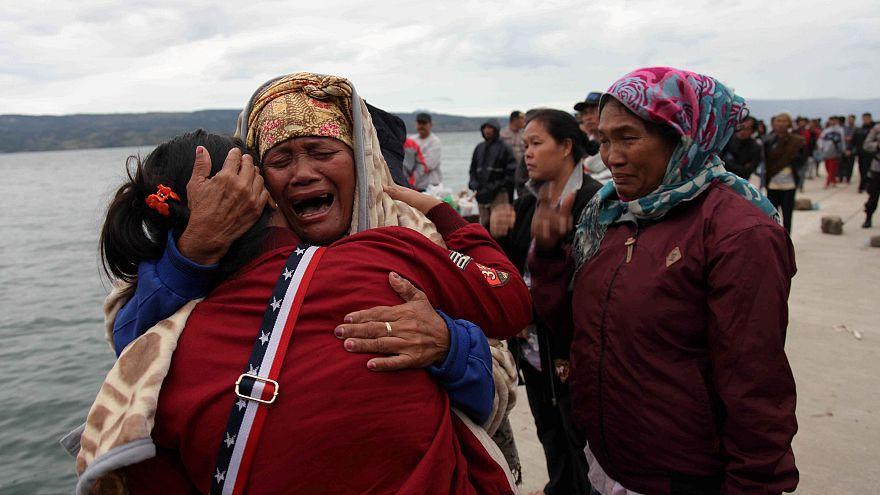 128 مفقودا بعد غرق عبارة في إندونيسيا