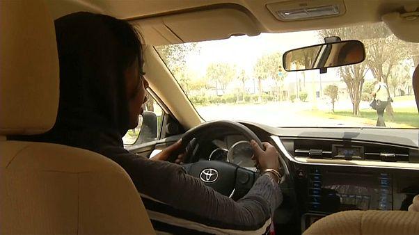 """شاهد: المرأة السعودية تستعد """" لليوم التاريخي""""  لقيادة السيارة في المملكة"""