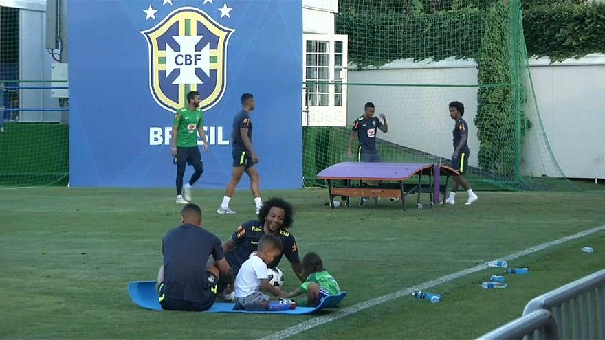 Brasilien absolviert leichtes Training im Kreis der Familie nach WM-Auftakt